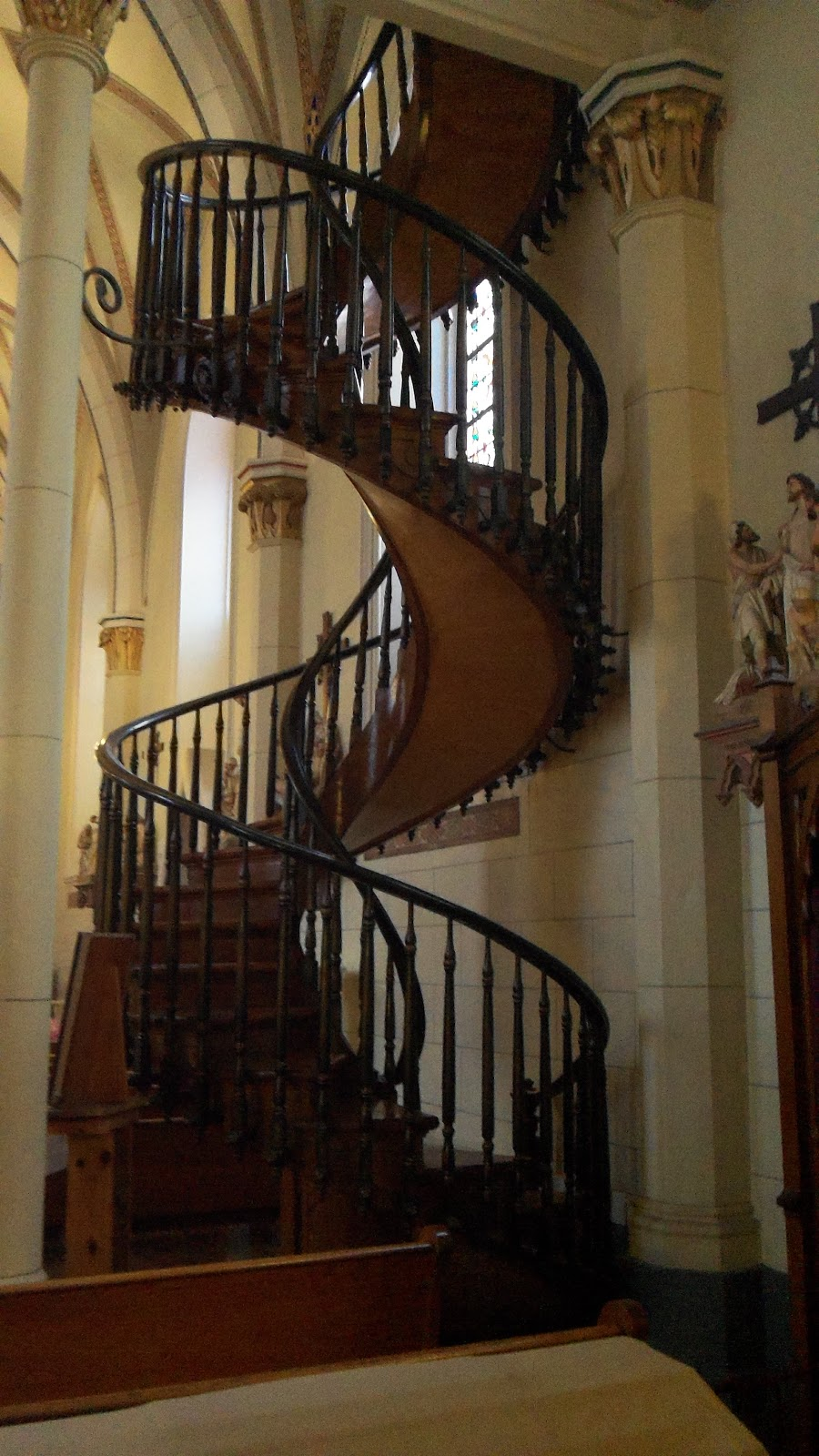 The Spiral Staircase Of Loretta Chapel Two Complete 360 Degree Turns, No  Visible Means Of Support And No Nails