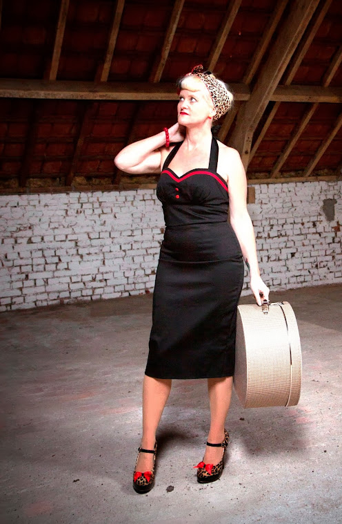 Black sweetheart wiggle pin-up dress