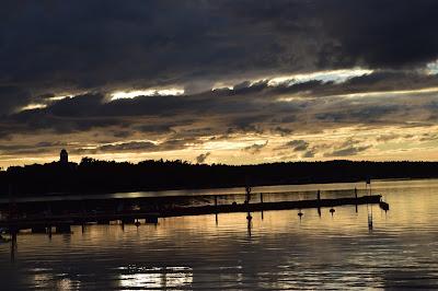 http://raggiodisolecreazioni.blogspot.com/2015/10/primo-tramonto-dautunnoa-naantali.html