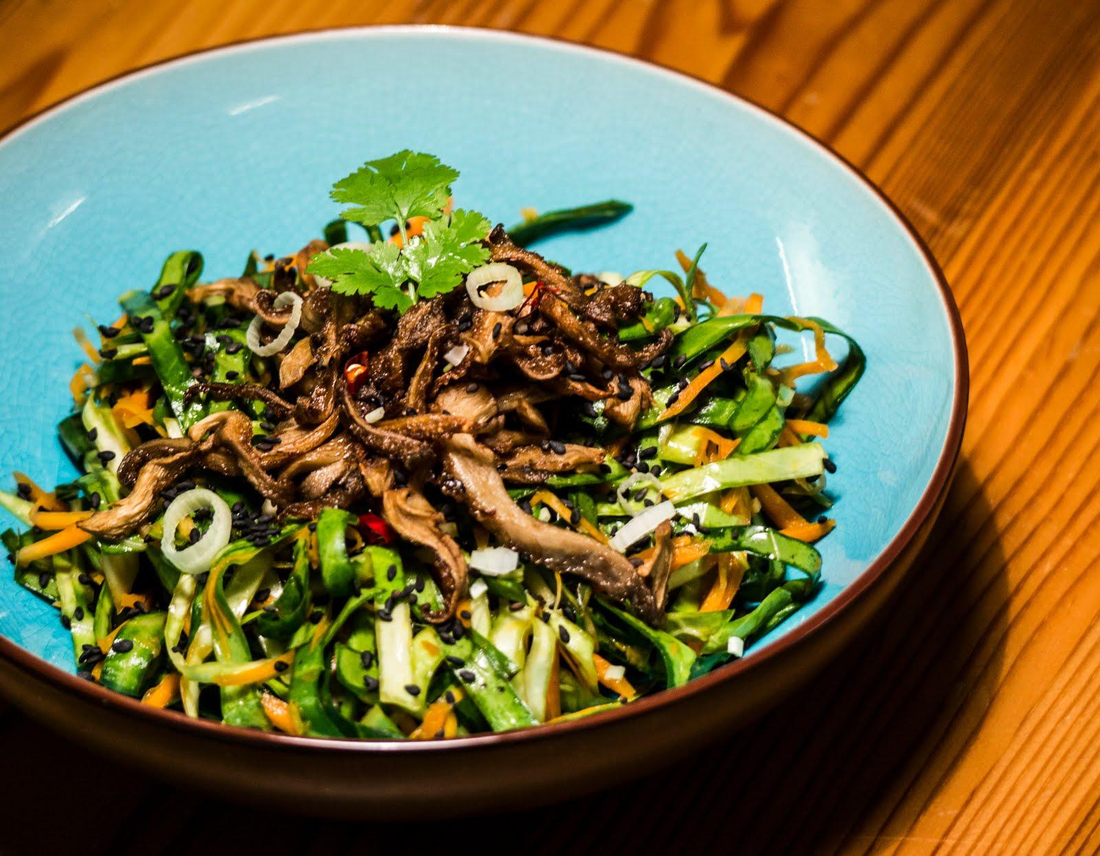 paradiesfutter asiatischer spitzkraut salat mit knusprigen austernpilzstreifen. Black Bedroom Furniture Sets. Home Design Ideas
