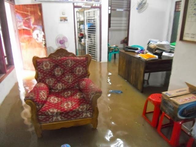 gedung dpr banjir