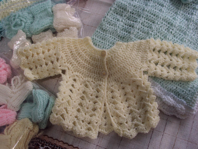 basta un filo.. lavori a maglia per bambini: coprifasce bianco