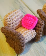 http://translate.googleusercontent.com/translate_c?depth=1&hl=es&rurl=translate.google.es&sl=en&tl=es&u=http://happyberrycrochet.blogspot.co.uk/2014/02/crocheted-dolls-house-furniture.html&usg=ALkJrhhOqt6Q1cQGGsdgTgbmP585ajS6kA