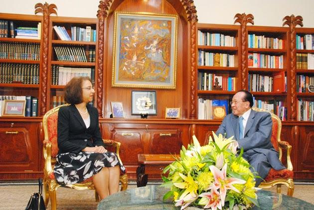 Le vice-Premier ministre Hor Namhong, ministre des Affaires étrangères et de la Coopération internationale du Cambodge, a eu ce matin à Phnom Penh un entretien avec les représentants de certaines agences de l'ONU dirigée par Mme Claire Van der Vaeren, coordonnatrice de l'ONU et représentante du Programme des Nations Unies pour le Développement (PNUD) au Cambodge. Ces agences de l'ONU sont l'Office du Haut-Commissariat des Nations Unies aux droits de l'homme, le Fonds des Nations Unies pour l'enfance (UNICEF), le Fonds des Nations Unies pour la population (FNUAP) et ONU Femmes.