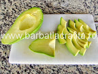 Salata cu avocado taiat feliute preparare reteta