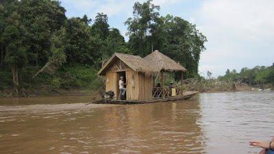 川に浮かぶ家(ルアンパバーン)