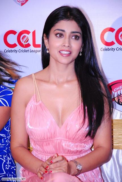 Shriya+Saran+at+CCL+-+BollywoodGo+(6)