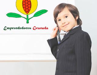 Un niño empresario y emprendedor dibujando el fruto de una granada, símbolo de la ciudad de Granada, para el evento empresarial ÁGORA