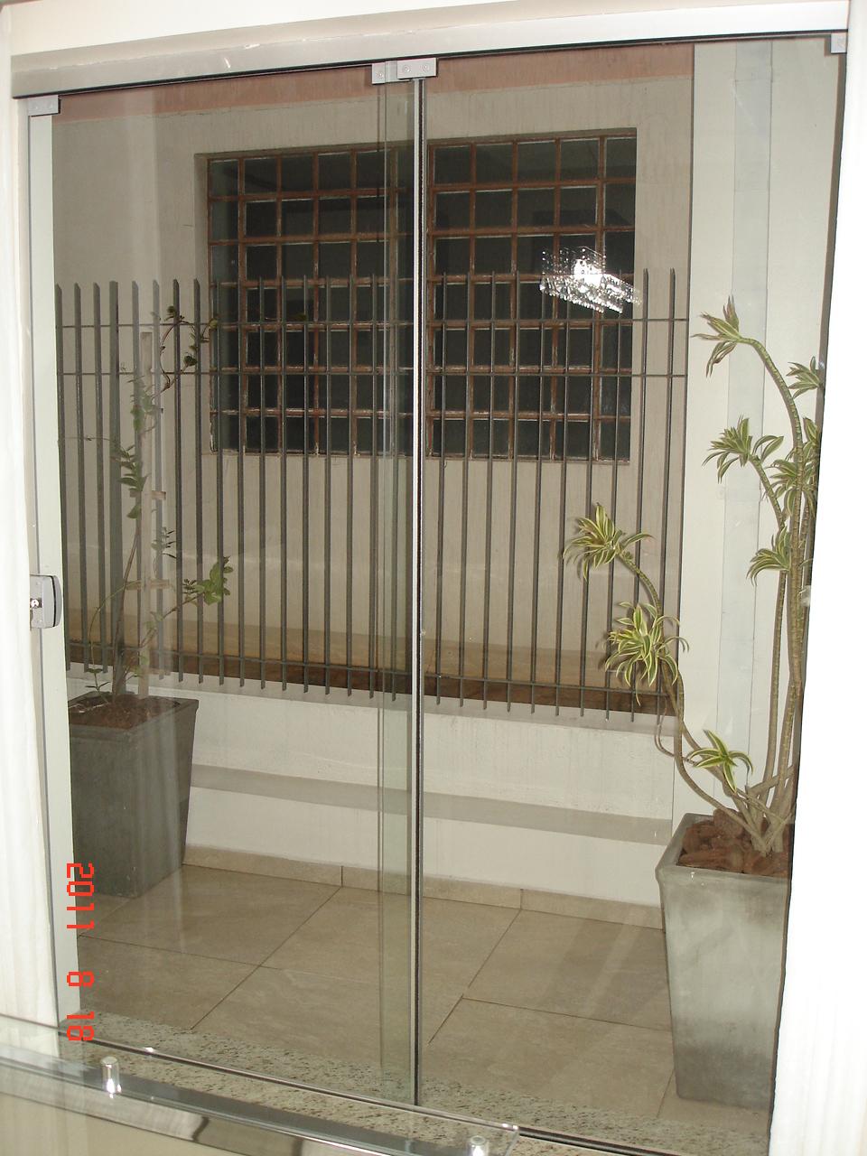 Vidromax ibirub rs porta de correr com as duas folhas for Porta 4 folhas de vidro temperado
