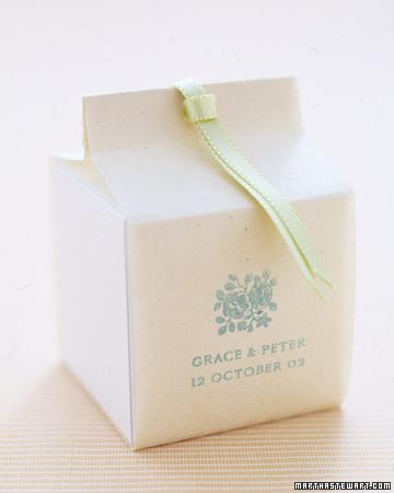 Cajita papel blanco cinta verde