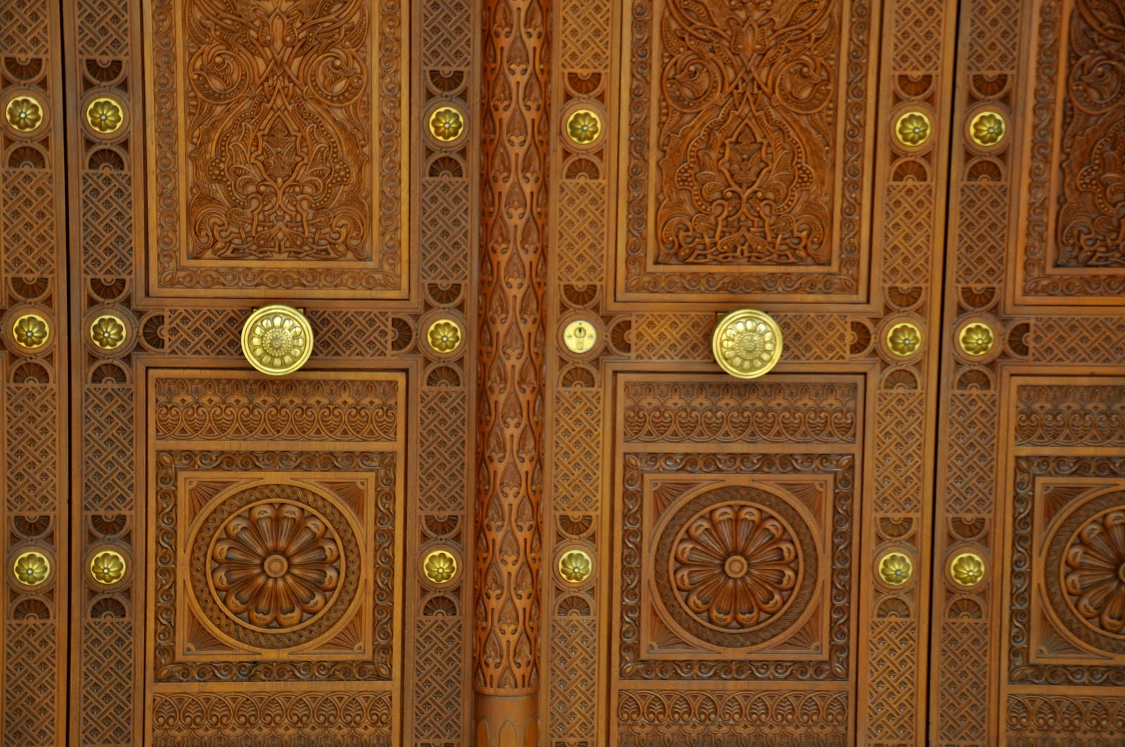 Except... the doors. The door is the boarder between inside and outside world. A hidden signal of beginning privacy. A shy attempt to show inidualism. & cho.land: Oriental doors
