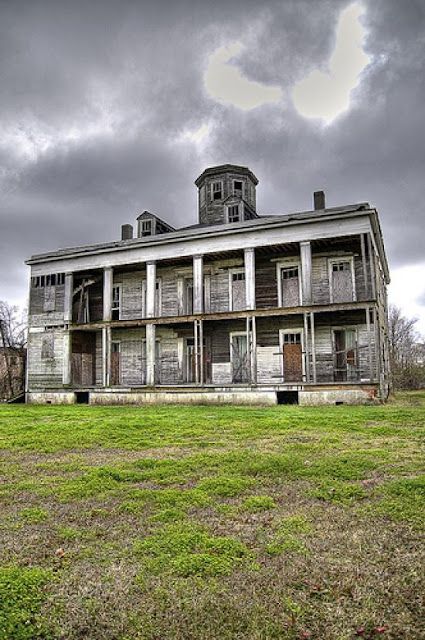 Top 10 Abandoned Amazing And Unusual Old Homes Pictures Images Photos