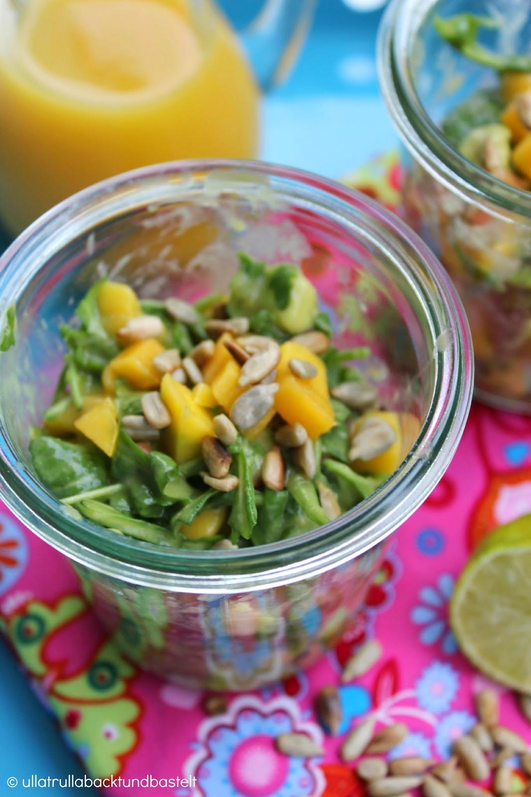 ullatrulla backt und bastelt s und fruchtig rezept f r rucolasalat mit mango und avocado. Black Bedroom Furniture Sets. Home Design Ideas