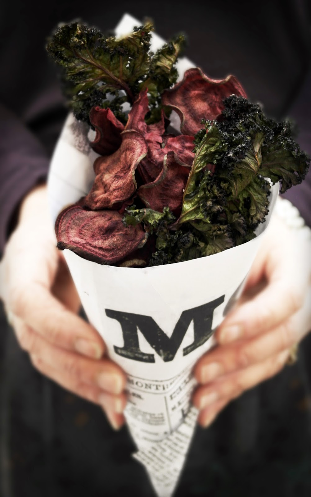 twiggstudios: baked beet and kale chips