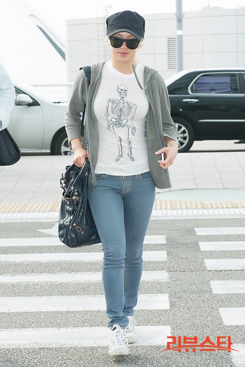 [Press Pictures] 130606 Hyoyeon at Incheon Airport Heading to Hong Kong
