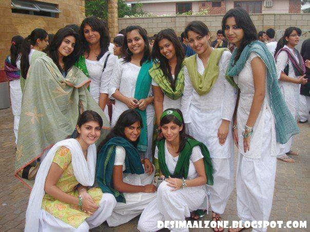 Lahore College Girls In Group Hot And Beautiful