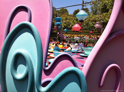 Mad Tea Party leaves teacups Alice Disneyland