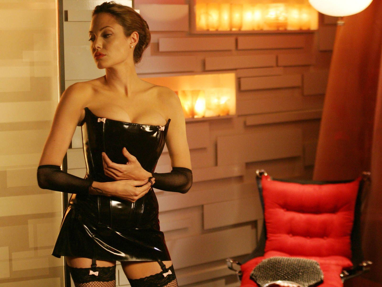 http://2.bp.blogspot.com/-J040t7Au9A0/UJ_UsIyZwRI/AAAAAAAABfA/lUHtNeNVTEE/s1600/Angelina_Jolie_5.jpg