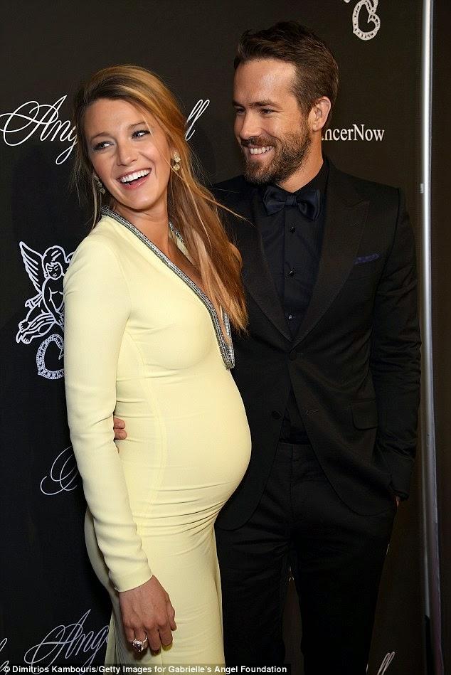 الثنائي الجميل رايان رينولدز و زوجته الحامل بليك ليفلي و نظرات رومنسية