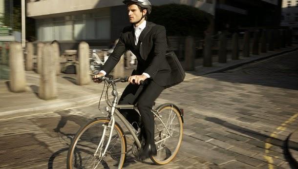 Ir a pé ou de bicicleta para o trabalho deixa-o mais feliz
