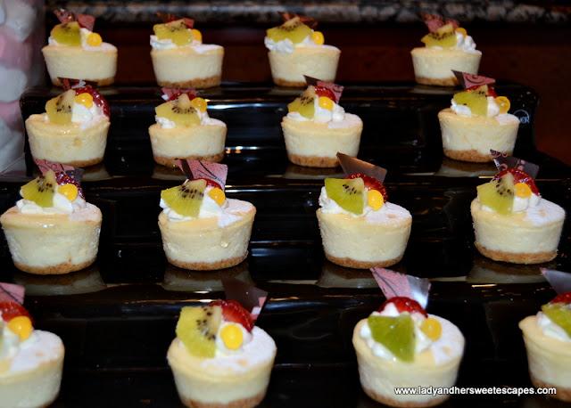 mini cheesecakes at Dusit Thani