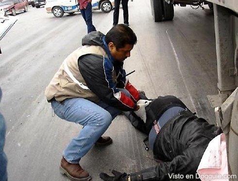 Kecelakaan on Kecelakaan Motor  Kepala Korban Pecah Tergilas Truck   Risalahati