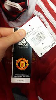 gambar detail jersey MU home musim depan Detail label Manchester united home terbaru musim 2015/2016 di enkosa sport