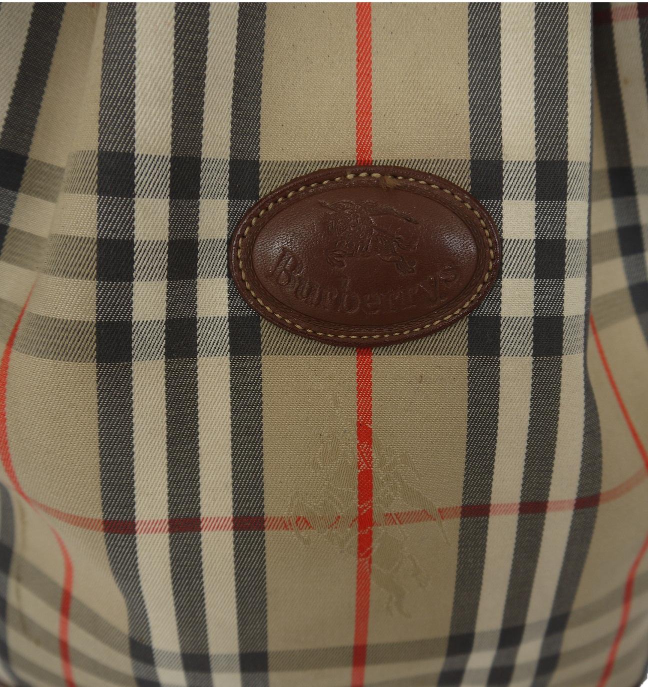 f9fdd15bf6a0 Truly Vintage  Burberry London Bucket Bag