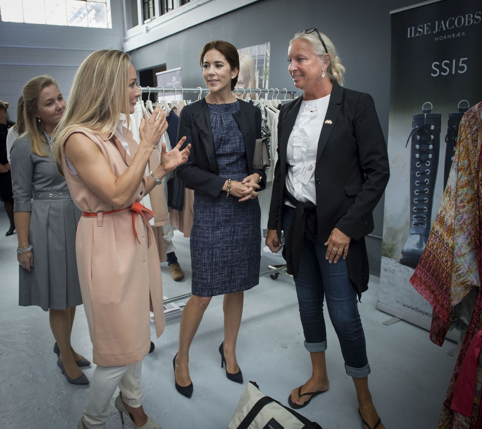 Their royal guest, who went alone to the showroom, shared her favourite designers' enthusiasm as she browsed through the many colourful dresses and shiny jewellery.