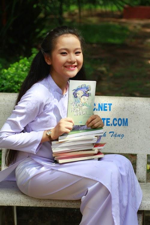 Diễn viên nhí Tam Triều Dâng xinh xắn với áo dài 1