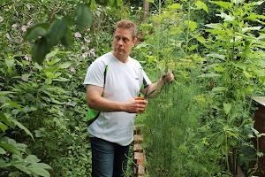 Olkaamme valppaina puutarhaamme on tunkeutunut tuholaisia tuhoamaan satomme ja elinympäristömme