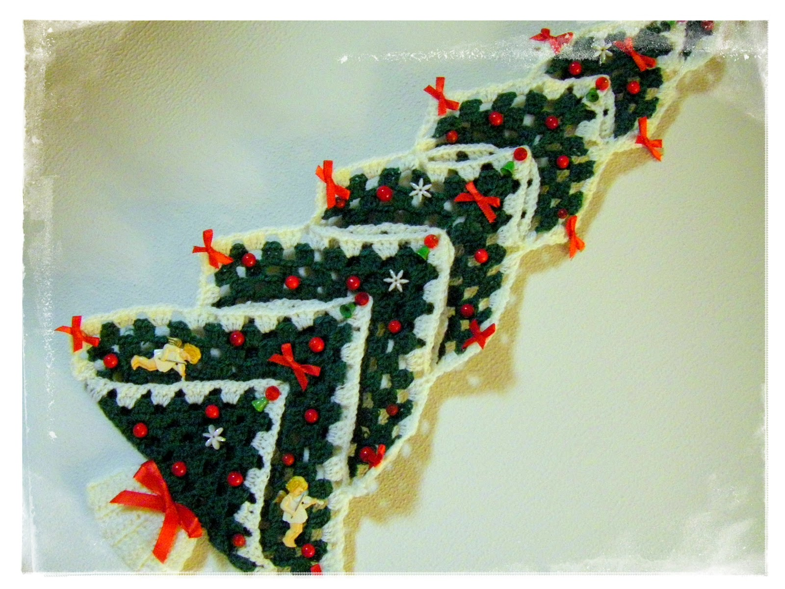 sew ritzy~titzy: I SPY: vintage granny square christmas tree