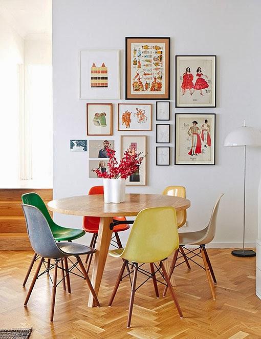 Tapete Sala De Jantar Mesa Redonda ~ mesa em madeira e cadeiras dws coloridas mesa em laca vermelha e