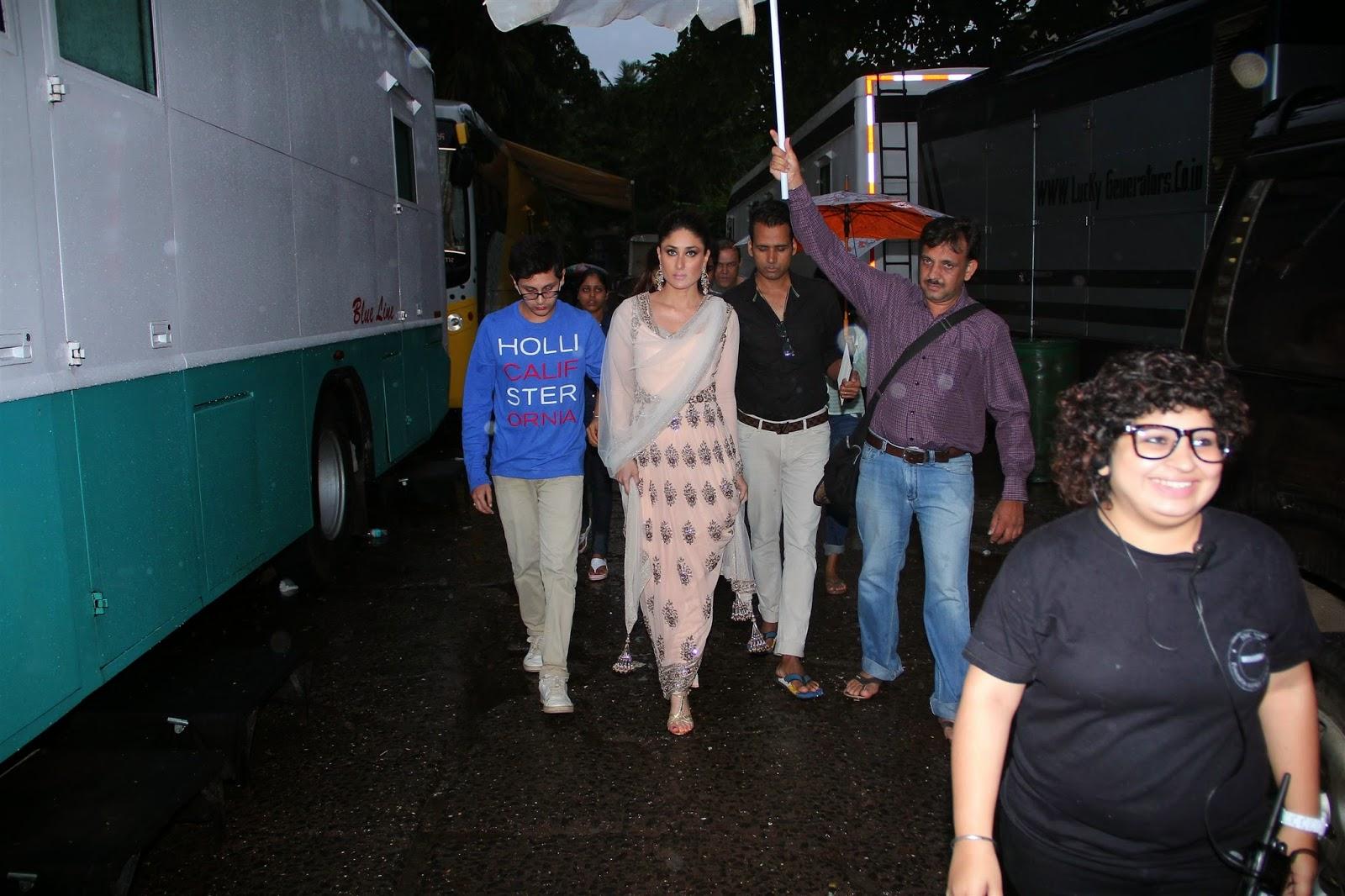http://2.bp.blogspot.com/-J2328iSn9mU/U9jSJqS8_WI/AAAAAAABwB4/4FIMUlzNSHE/s1600/Bollywood+Actress+Kareena+Kapoor+Promotes+her+upcoming+movie+%27Singham+Returns%27+On+Jhalak+Dikhhla+Jaa+7+gallery.+(13).JPG