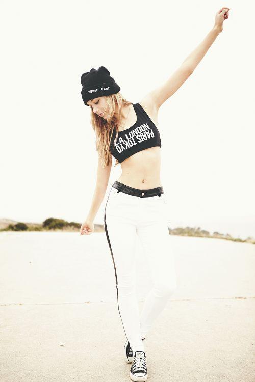 linda modelo loira Alexis Ren fotografada por Yves Huy Truong para Nextdoormodel