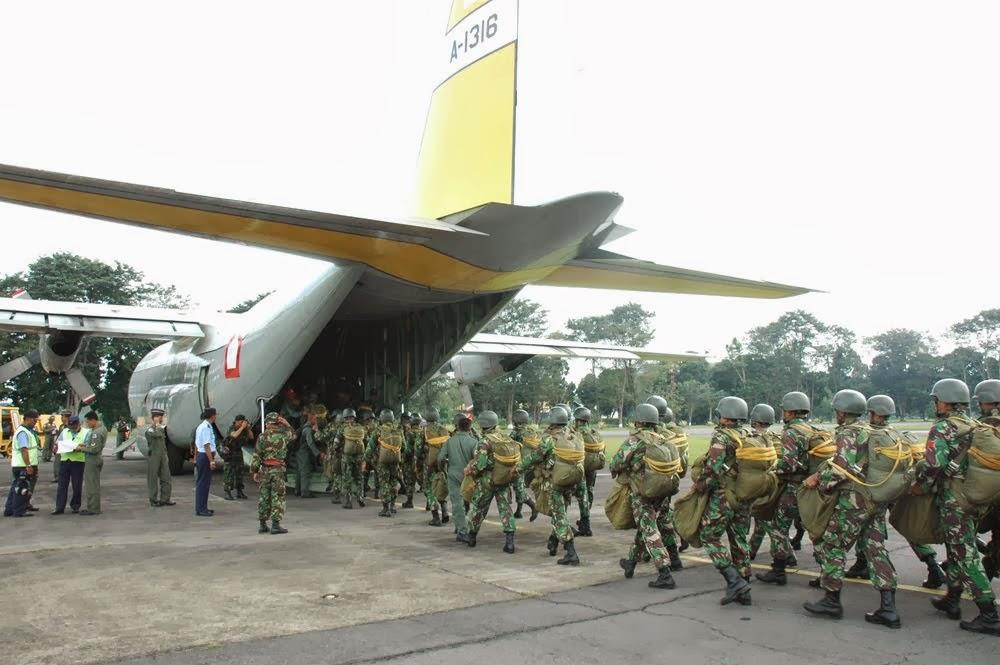 Pesawat C-130 Hercules Skadron 32 Latihan Operasi Terbang Malam