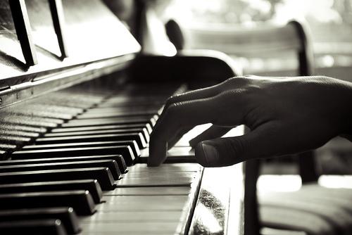 Real faith arts organic worship the power of acoustic for Apri le foto del piano