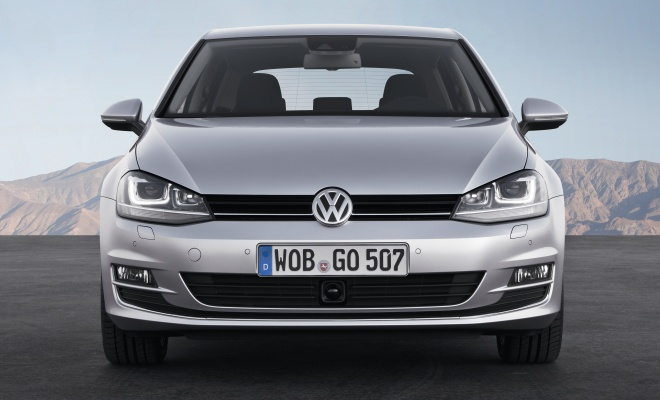 Volkswagen Golf VII front view