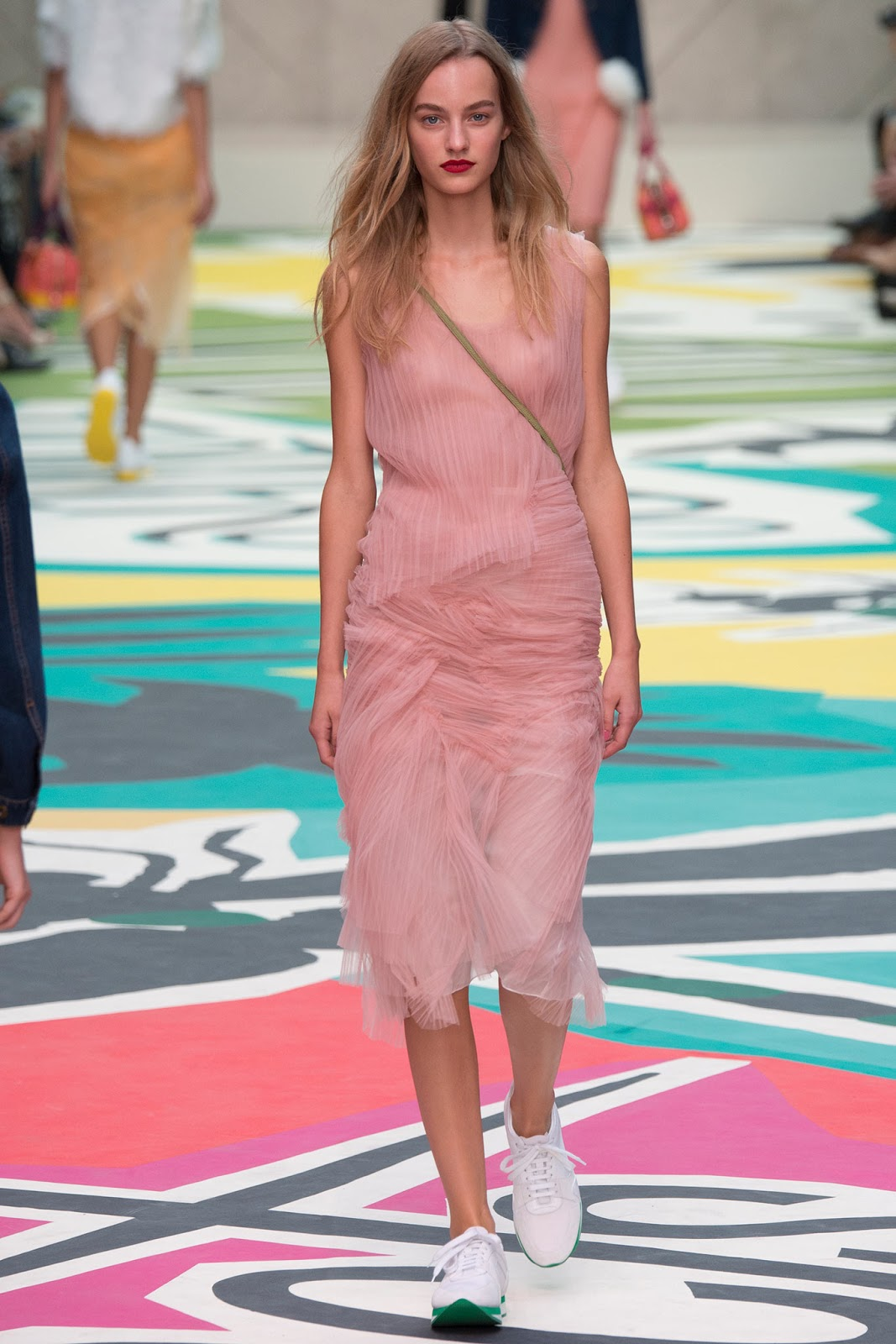 Pantone colour trend report 2015 / strawberry ice on a runway at Burberry Prorsum Spring/Summer 2015 via fashioned by love brutish fashion blog