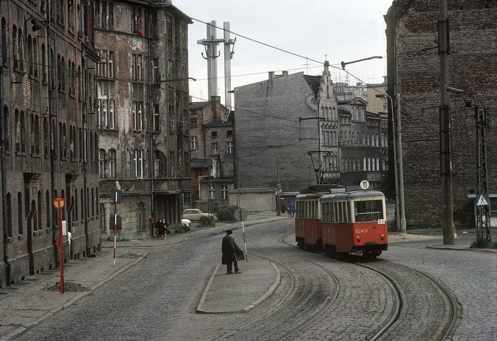 Stunning Color Photos Of Daily Life In Poland In The Early