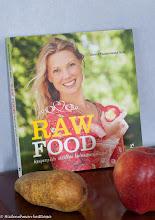 Kirja-arvostelu: Raw Food – Kevyempään elämään kolmessa viikossa