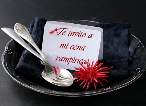 Decorando la mesa vampiros