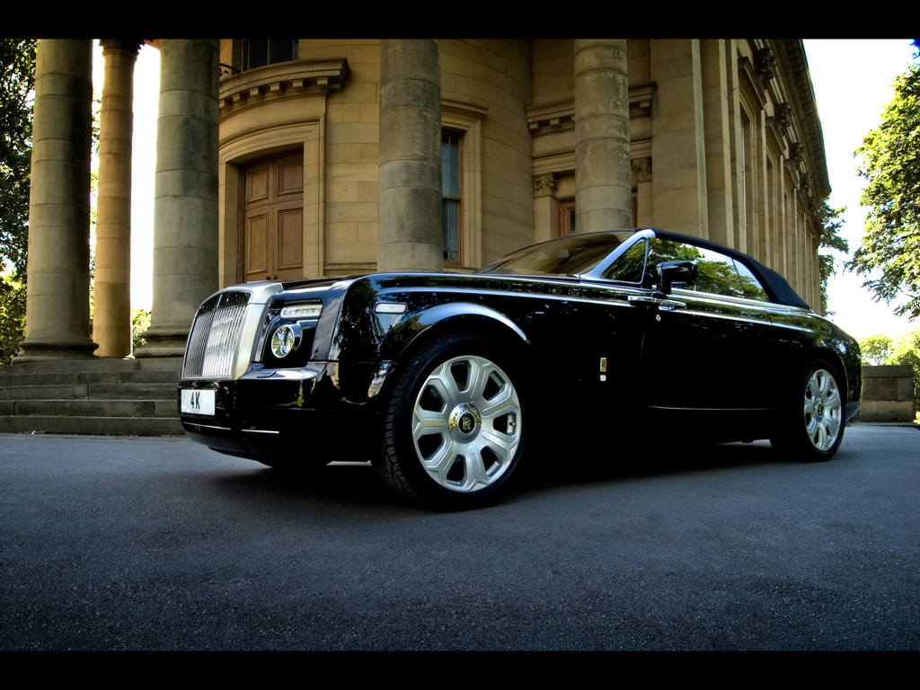 Rolls royce phantom information and wallpaper world of cars for Rolls royce auto
