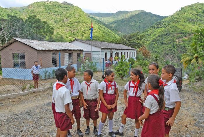 Pioneros en las escuelas de Guantánamo