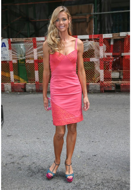 Denise richards vestido rosa
