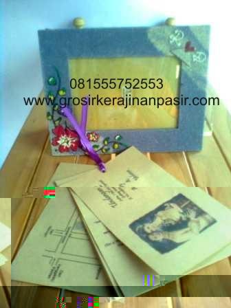 Banyaknya desain undangan yang ada dengan berbagai macam bentuk, warna ...