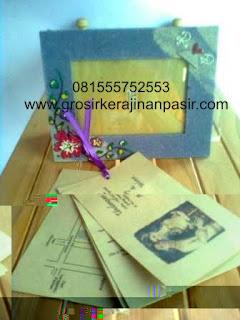 ... undangan yang unik.salah satunya, undangan pernikahan pigura Rp 5000