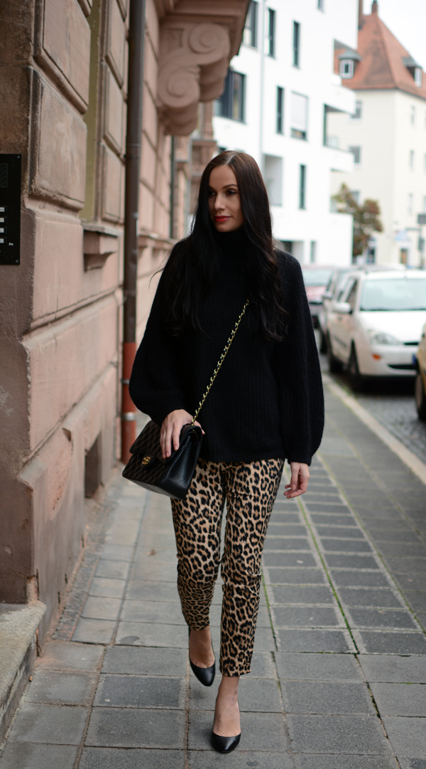 LAMOURDEJULIETTE_WOOL_SWEATER_WINTER_OUTFITS_LEO_PANTS_GERMAN_FASHIONBLOGGER_DEUTSCHER_MODEBLOG_001