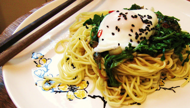 pasta, asian, poached egg, dinner ideas, vegetarian, cheap, easy