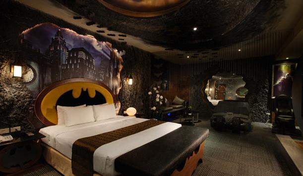 whatsherrrface weird taiwanese hotel has insane batman room